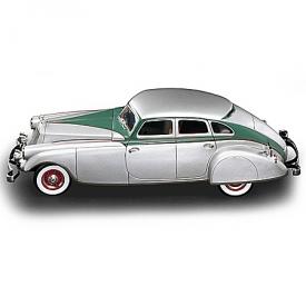 1:18-Scale 1933 Pierce-Arrow Silver Arrow Diecast Car With Detachable Base