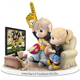 Figurine: Precious Moments Every Day Is A Touchdown With You Figurine