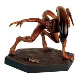 Alien and Predator Mega Runner Xenomorph Statue Special with Collector Magazine #10