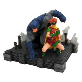 DC Comics Gallery The Dark Knight Returns Batman and Robin Deluxe Statue