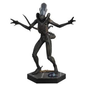 Alien and Predator Alien Xenomorph Figure with Collector Magazine #1