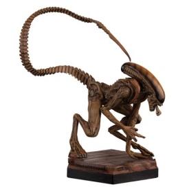 Alien and Predator Alien 3 Xenomorph Figure with Collector Magazine #4