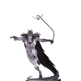 Batman Black & White Statue by Kenneth Rocafort